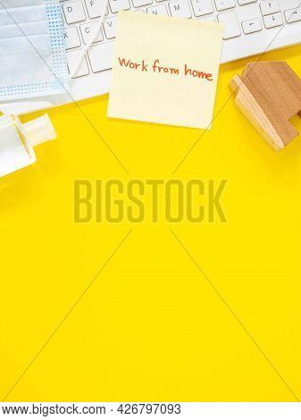 Yellow Sticky Paper Write A Handwritten Message \\\