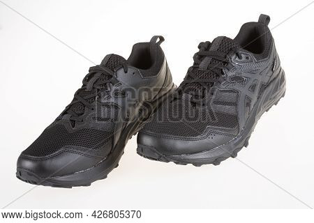 Toulouse , Occitanie France  - 06 25 2021 : Asics Logo Brand And Text Sign On Sport Sneaker Black Tr