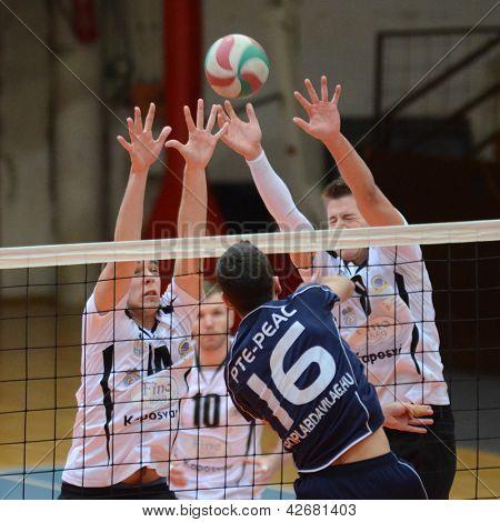 KAPOSVAR, Hongrie - 14 février : Roland Gergye (R) en action à un volley-ball championnat hongrois