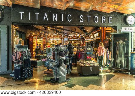 Belfast, Uk, Aug 2019 People Shopping For Souvenirs In Titanic Store In Titanic Museum, Northern Ire