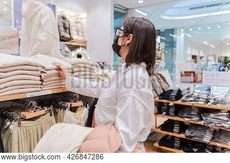 Personal Private Shopping Tour With Stylist.professional Individual Assistance For Client,shopper,wo