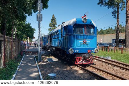 Coupling A Locomotive To A Carriage On The Childrens Railway, Yunost Station: Zhukovsky, Russia - Ju