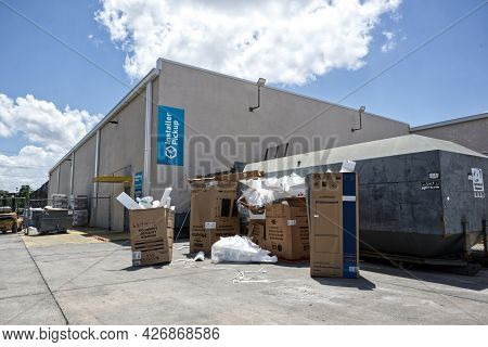 Augusta, Ga Usa - 07 11 21: Piles Of Cardboard Trash And Waste Behind A Lowes Retail Store - Hwy 25