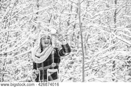 I Cant Believe In It. Snowball Holiday On Winter Day. Beautiful Woman In Warm Clothing. Enjoying Nat