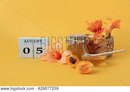 Calendar For August 5 : The Name Of The Month Of August In English, Cubes With The Numbers 0 And 5,