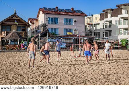 Zaliznyi Port, Ukraine - July 23, 2020: A Group Of Young People Playing Beach Volleyball In Zalizny