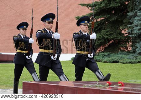 Moscow, Russia - July 2021: Russian Soldiers On March Near The Kremlin Wall. Change Of The Honor Gua