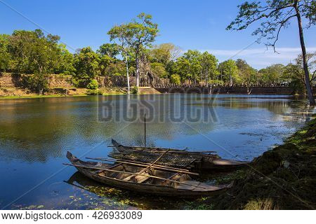 The Bridge Around Angkor Thom Castle Belonged To The Khmer Empire. Located In The Center Of Angkor T