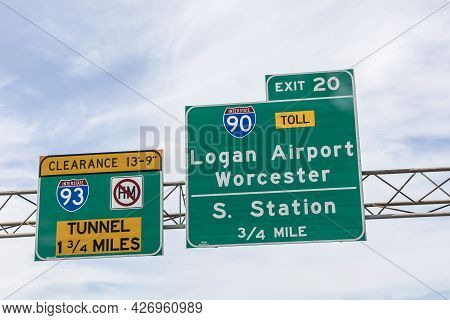 Boston, Usa - Sep 26, 2017: Signage Logan Airport And South Station At Interstate 90 And 93 By Enter