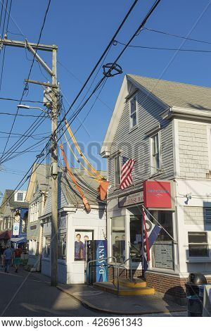 Provincetown, Usa - September 24, 2017: People Enjoy A Warm Summer Day In The Historic Part Of Provi