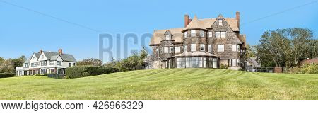 Newport, Usa - September 23, 2017: Old Wooden Mansion At The Coast Of Newport, Rhode Island.
