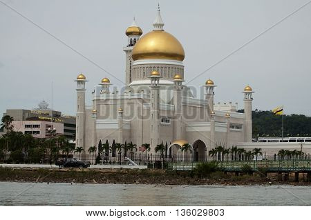 Sultan Omar Ali Saifuddin Mosque in Bandar Seri Begawan - Brunei Darussalam poster