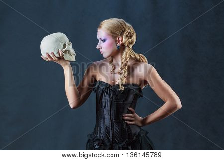 To love or not to love? Beautiful Woman with a skull