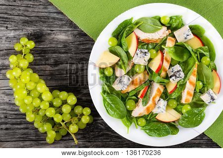salad with chicken breast spinach grapes and cheese