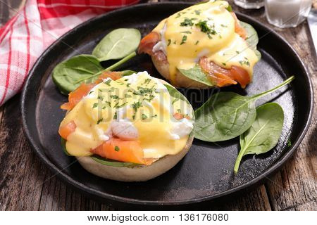 benedict egg with salmon and poached egg