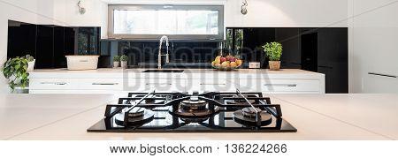 Impressive Kitchen Design In Black And White