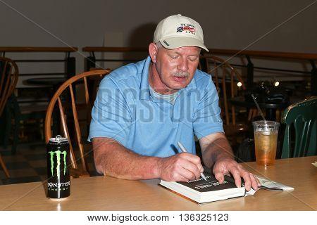 HUNTINGTON, NY-JUNE 28: Former MLB player Lenny Dykstra signs copies of his book