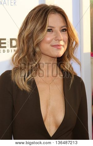 LOS ANGELES - JUN 29:  Sugar Lyn Beard at the Mike And Dave Need Wedding Dates Premiere at the Cinerama Dome at ArcLight Hollywood on June 29, 2016 in Los Angeles, CA