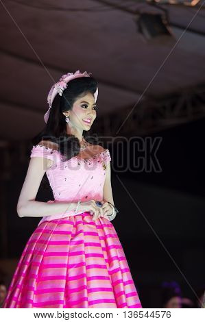 Huahin Thailand-29Apr,2016:the Pageant Miss Huahin 2016,clothing Retro Style. On Remembrance Day Hua
