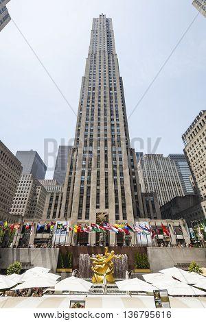Rockefeller Center, Editorial