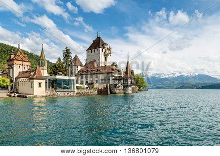 Oberhofen Castle, Lake Thun, Switzerland загрузить
