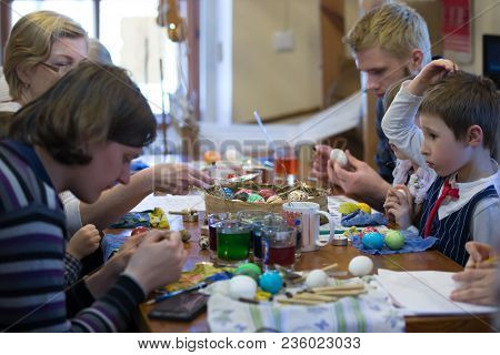 Belarus, The City Of Goskl, On April 7, 2018. House Of Folk Art. Master Class On Painting Easter Egg