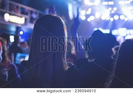 The Audience Applauded By The Stage Artist. They Shines The Spotlight.