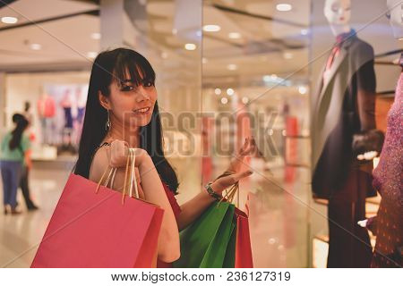 Shopping Concept. Asian Girls Are Shopping In The Mall. Beautiful Women Are Happy To Shop In The Mal