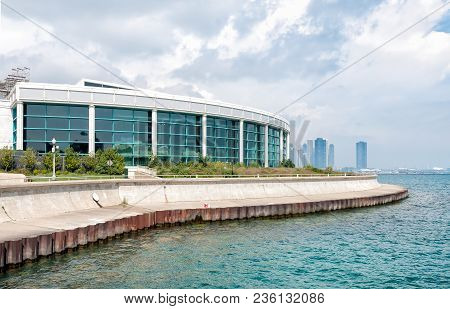 Chicago, Illinois, Usa - August 25, 2014: View Of Chicagos Shedd Aquarium On The Shore Of Lake Michi