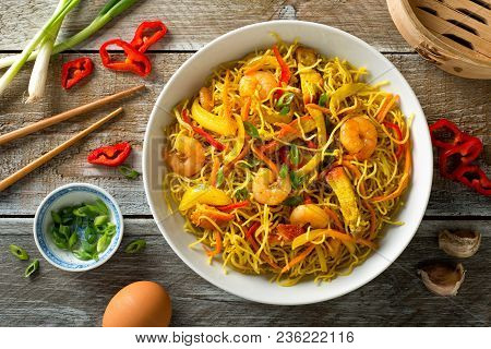 Delicious Singapore Style Noodles With Curry, Shrimp, Bbq Pork, Carrots, Red Pepper, Onion And Scall