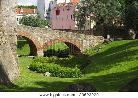 Lisboa Fortress Ditch