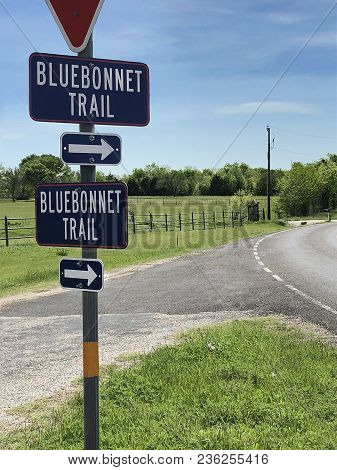 Bluebonnet Trail Sign In Ennis ,texas, The Official Bluebonnet City Of Texas. Beautiful Country Road