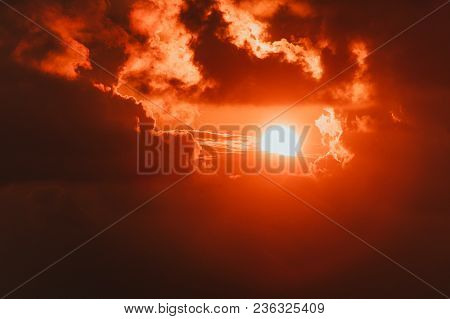 Summer Background With A Magnificent Sun Burst. Hot With Space For Your Message. Bright Red Sun In T
