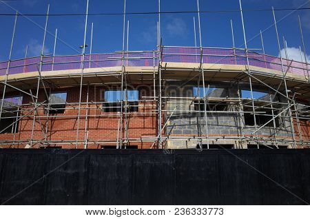 Bracknell, England - April 16, 2018: Scaffolding On The Outside Of An Apartment Block Of New Homes U