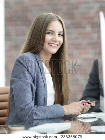 woman Manager communicates with the client