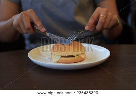 Woman Prepare Cutting Burger In Two Halfs Select Focus, Holding Cutting Burger, Cutting Burger In Tw