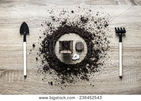 Wooden Background Concept Earth Grounded Circle Dish Spoon Fork Fork Rake Texture Planting Center Pe