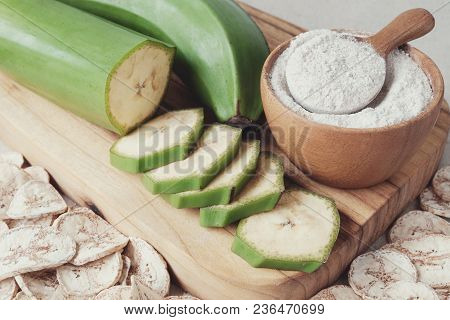Raw And Dried Green Bananas, Plantain Flour, Resistant Flour, Prebiotic Food