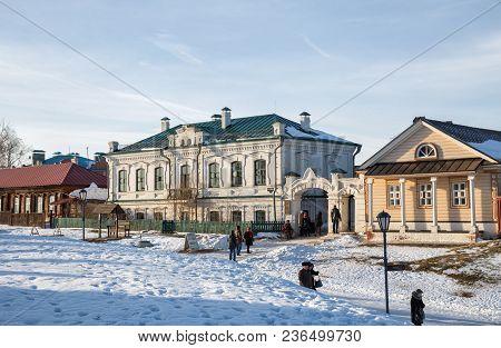 Sviyazhsk, Russia - January 05, 2018: People Near Cafe Sviyaga On Street Of Provincial Historical To