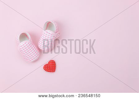Table Top View Aerial Image Of Decoration Happy Mother's Day Holiday Background Concept.flat Lay Red