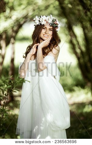Brunette Bride In Fashion White Wedding Dress With Makeup. Wedding Day Of Bride In Bridal Gown. Beau