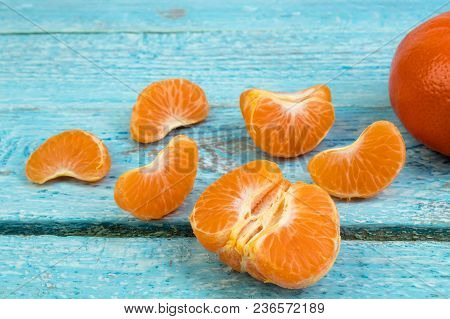 Ripe Orange Fresh Mandarin , Clean Mandarin, Mandarin Slices, On Wooden Background