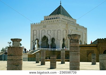 Rabat, Morocco - April 4, 2018: Mausoleum Of Mohammed V, Front Of The  Hassan Tower In Rabat On Apri