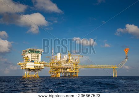 Oil And Gas Production Platform, Oil And Gas  Production And Exploration Business In The Gulf Of Tha