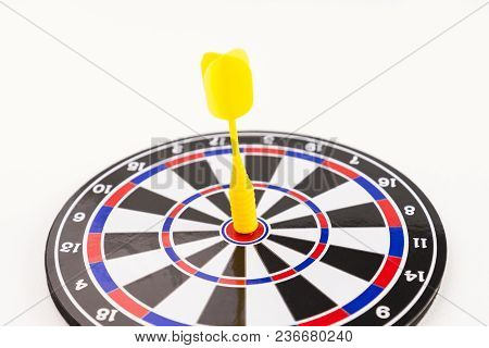 Close Up Of Yellow Dart Arrow On Center Of Dartboard On White Background, In Concept Of Opportunity