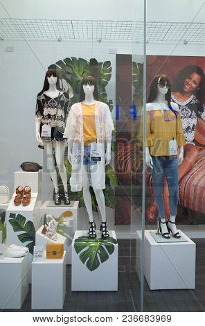 Bracknell, England - April 18, 2018: Window Display Of Spring And Summer Fashion Clothing For Women
