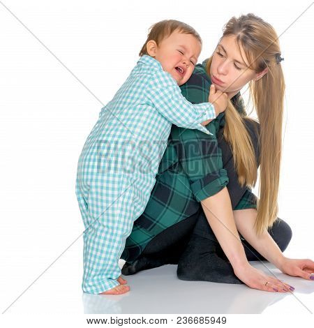 Mom Holds On The Shoulders Of The Baby. The Concept Of Happy Motherhood, Family Happiness, Child Dev