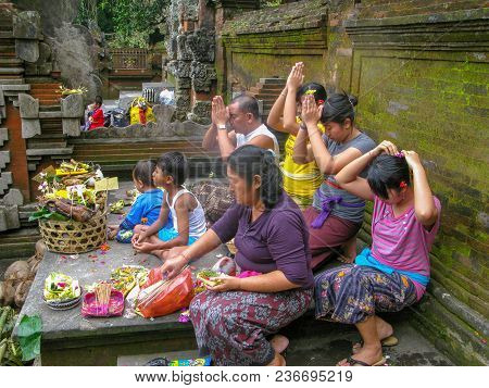 Uluwatu, Bali, Indonesia, July 2017 Group Of The People Went To The Temple To Pray For Their Religio