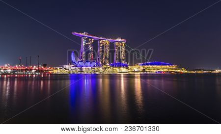 Marina Bay Sand Tower, Singapore - April 6, 2018 : Cityscape Of Spectra A Light And Water Show At Si