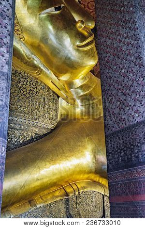 Bangkok, Thailand - December 7, 2015: Panoramic View Of Famous Reclining Buddha Statue In Wat Pho Te